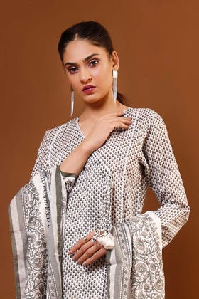 3PC Unstitched Printed Suit With Printed Lawn Dupatta CL-1067 A