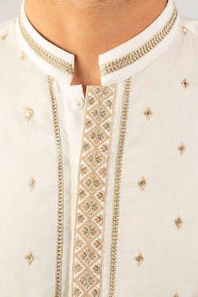 Off White Embroidered Kurta KE-1422