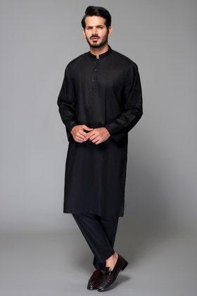 Black Unstitched Fabric Capri Latha